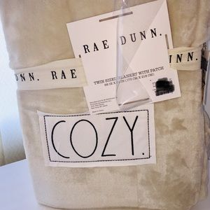 Rae Dunn •COZY• Twin Blanket